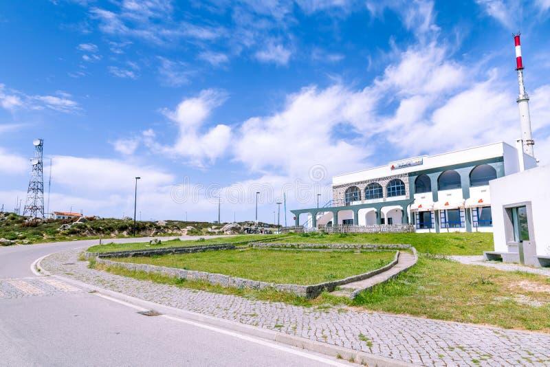 Monchique, Portugal - abril, 18, 2017 restaurantes no poin o mais alto imagem de stock