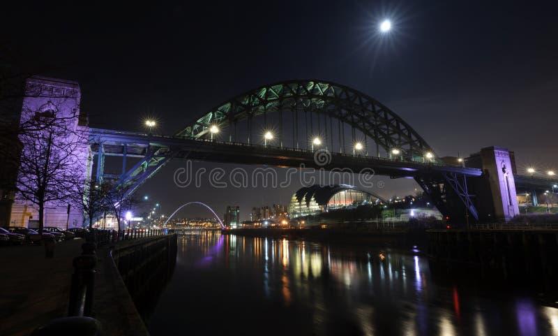 Mond über dem Tyne lizenzfreies stockfoto