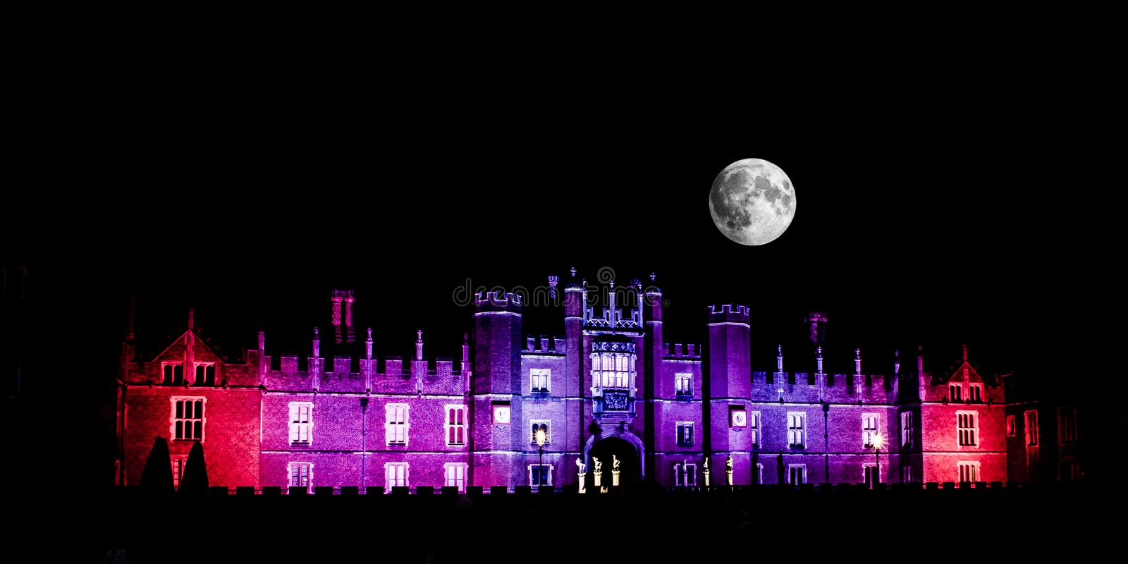 Mond über Hampton Court Palace stockfoto