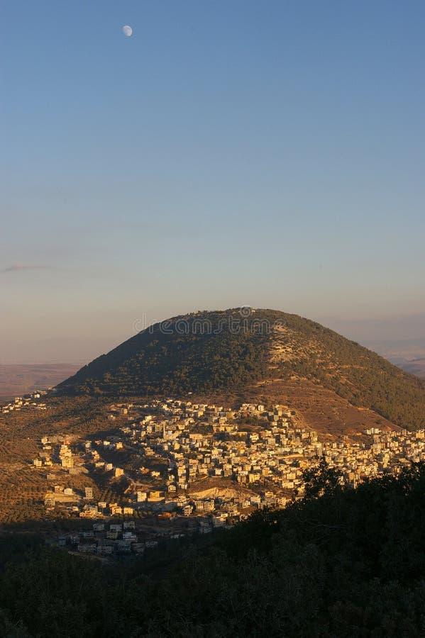 Mond über Mt. Tabor, Israel stockbilder