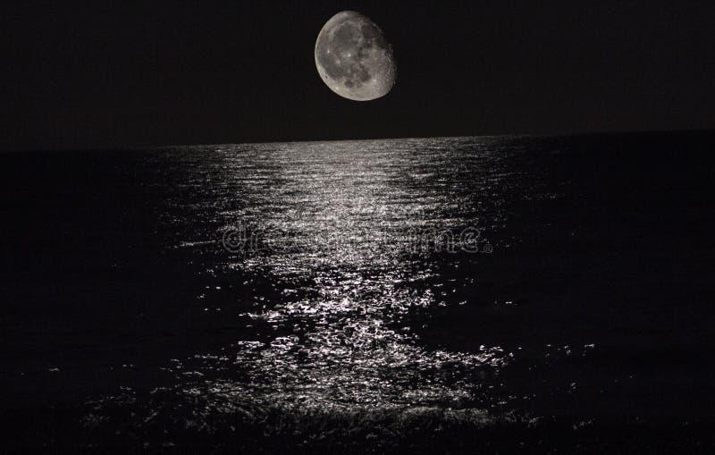 Mond auf Mittelmeer lizenzfreies stockbild