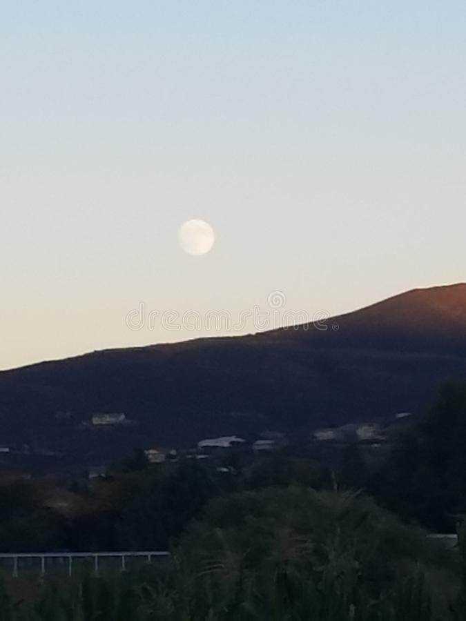 Mond im Oktober stockfotografie
