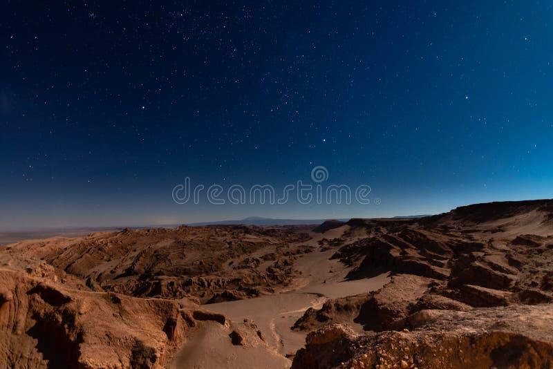 Mond-Tal mit der Sternnacht stockbilder
