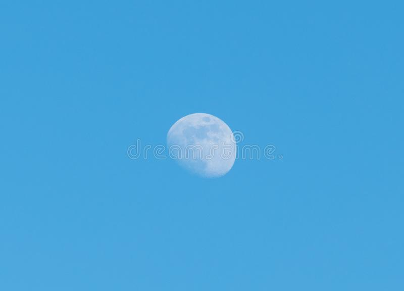 Mond und blauer Himmel stockfotos