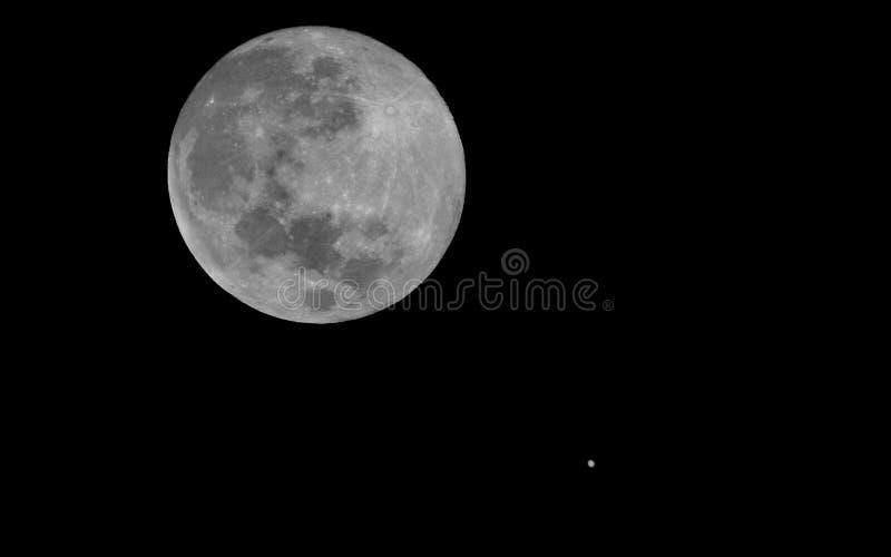 Mond und Jupiter lizenzfreies stockbild