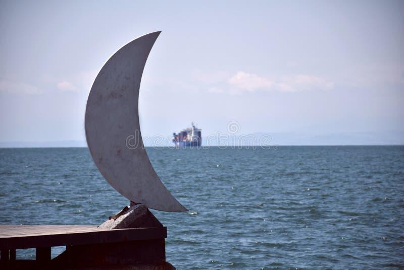 Mond und Schiff lizenzfreies stockbild