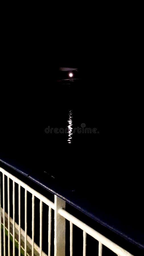 Mond von der Kreuzfahrt lizenzfreie stockbilder