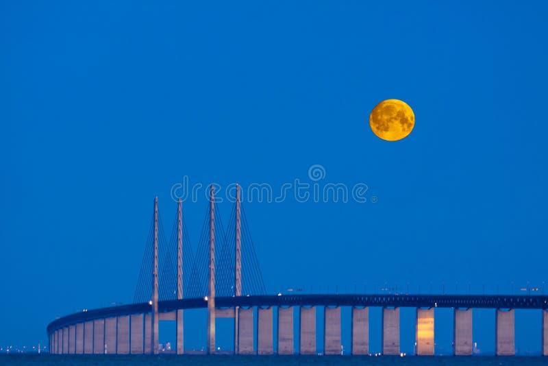 Mondbrücke lizenzfreie stockfotos