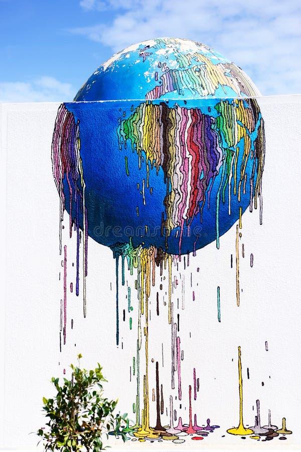 Monde coloré fondant - art de rue de graffiti, île de Djerba, Tunisie image libre de droits
