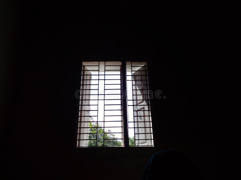 monde par la fenêtre photo libre de droits