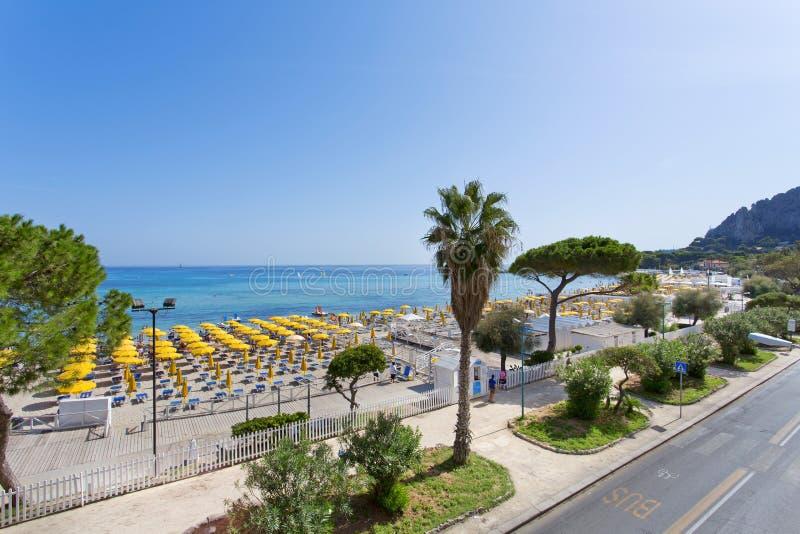 Mondello, parasoli sulla spiaggia fotografia stock