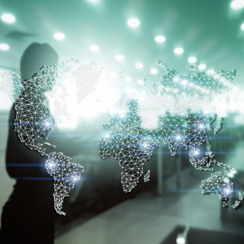 Mondiaal Dubbel de Blootstellingsnet van de Wereldkaart Telecommunicatie, Internationale zaken Internet en technologieconcept royalty-vrije stock afbeeldingen