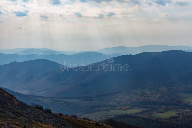Mondiale bergen in Polen - Bieszczady stock foto