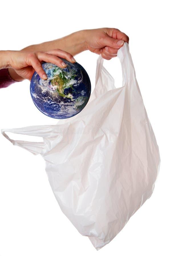 Mondo che è messo in un sacchetto di plastica fotografia stock