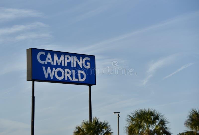Mondo di campeggio rv, campeggiatore e deposito di Motorhome immagine stock