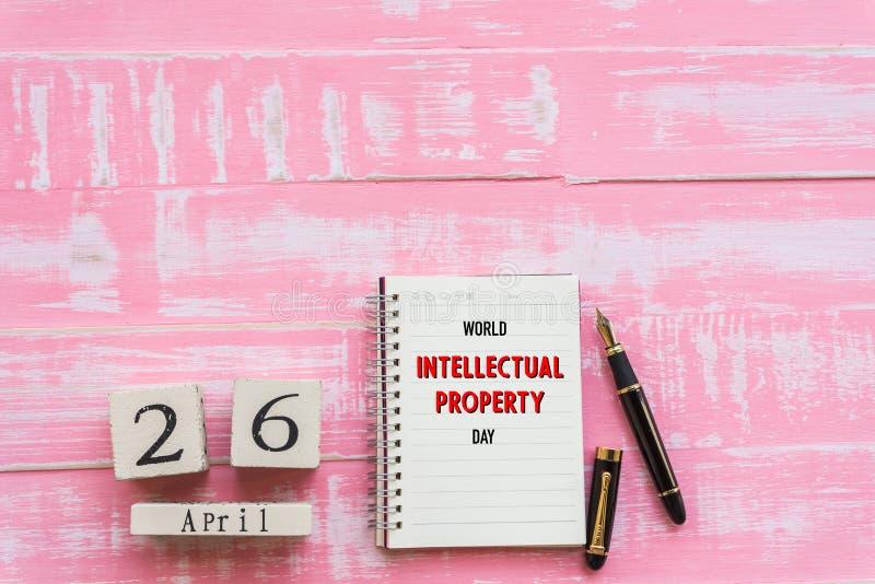 Mondo proprietà intellettuale giorno 26 aprile, calendario di blocco di legno immagini stock libere da diritti