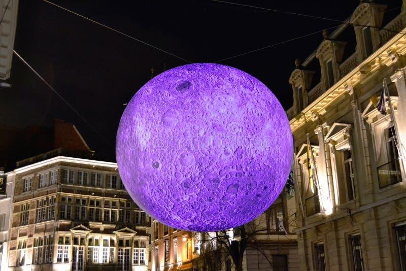 Mondprojektion während Laser-Zeigunges in Gent stockfoto