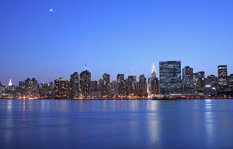 Mondschein über Manhattan stockfotos