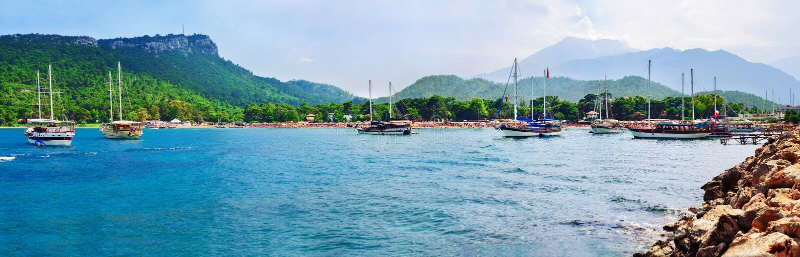 Mondscheinstrand bei Kemer, Antalya, die Türkei lizenzfreies stockfoto