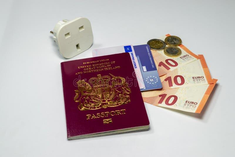 Moneda biométrica del pasaporte y del euro de Reino Unido fotografía de archivo libre de regalías