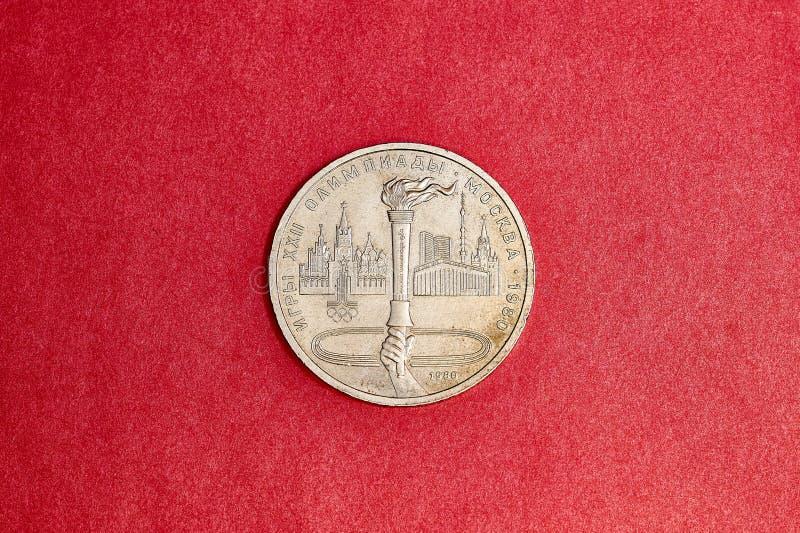 Moneda conmemorativa URSS una rublos en memoria de los Juegos Olímpicos an o 80 en Moscú imagenes de archivo