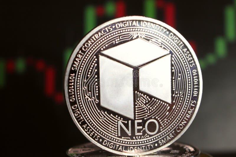 Moneda crypto nea entre otras monedas - moneda digital del futuro imagen de archivo libre de regalías