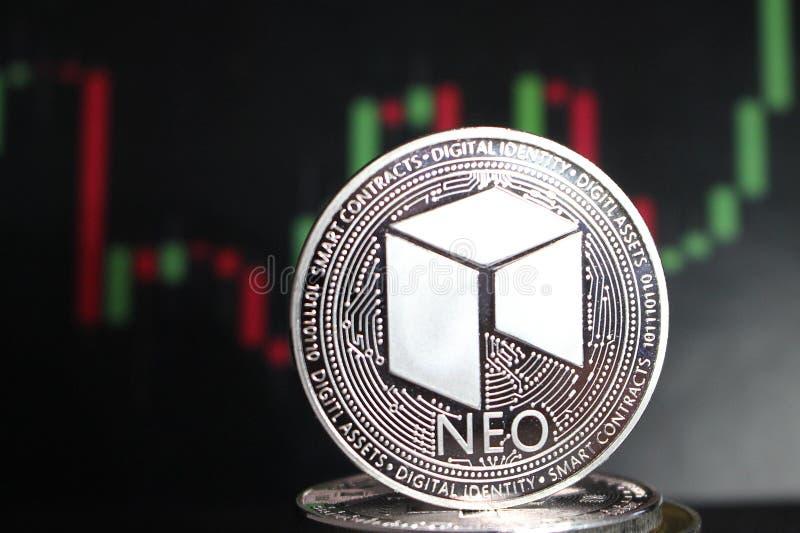 Moneda crypto nea entre otras monedas - moneda digital del futuro foto de archivo