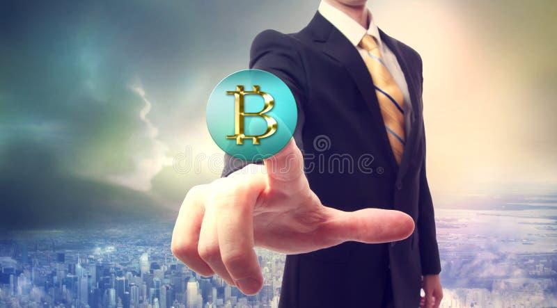 Moneda de Bitcoin con el hombre de negocios imagen de archivo libre de regalías
