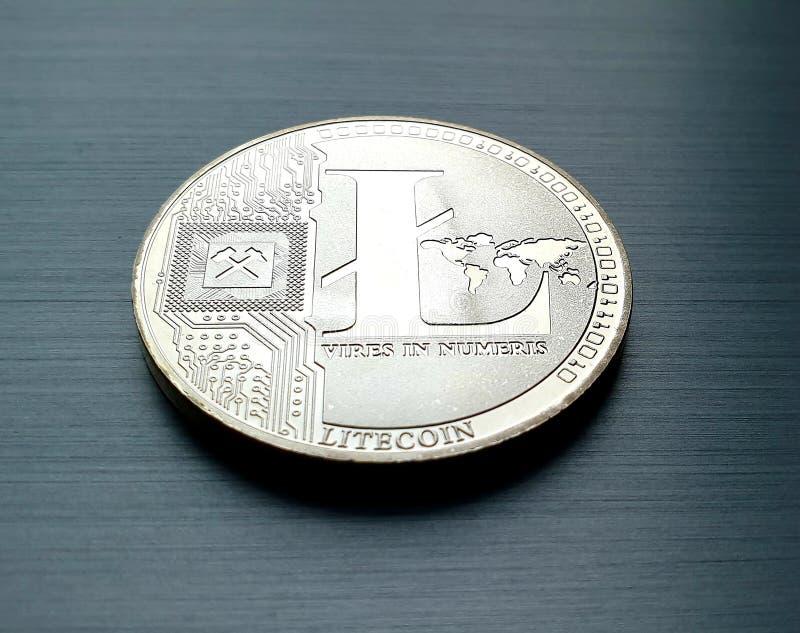 Moneda de bitcoin plateada imagenes de archivo
