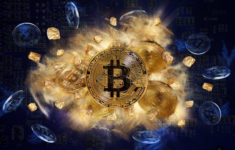 Moneda de Bitcoin y montón de las pepitas de oro foto de archivo