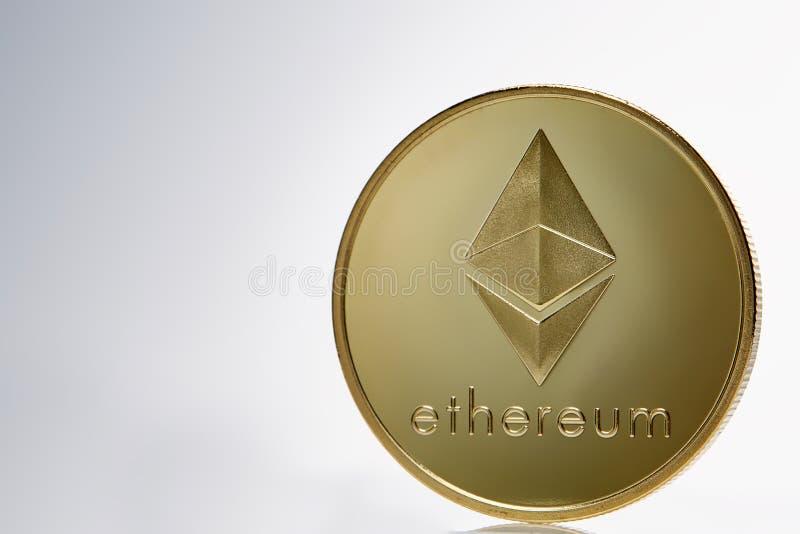 Moneda de oro de Ethereum E imagen de archivo libre de regalías