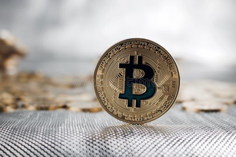 Moneda del bitcoin del oro fotografía de archivo libre de regalías