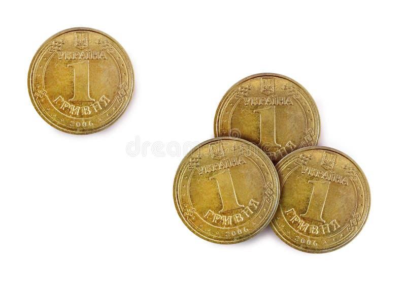 Moneda del metal, hryvnia de cobre ucranianos uno y tres, en un fondo blanco, visi?n superior fotos de archivo libres de regalías