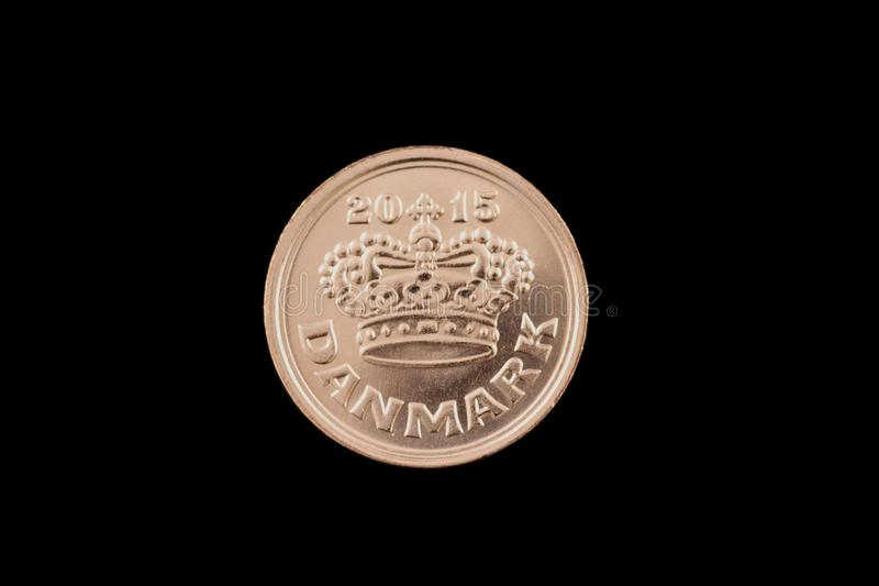Moneda del mineral del danés 50 aislada en un fondo negro foto de archivo libre de regalías