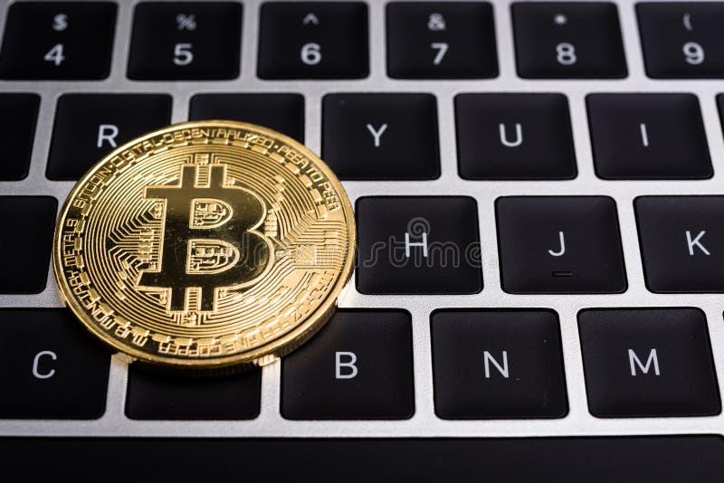 Moneda, dinero de oro virtual del bitcoin, imagen de archivo libre de regalías
