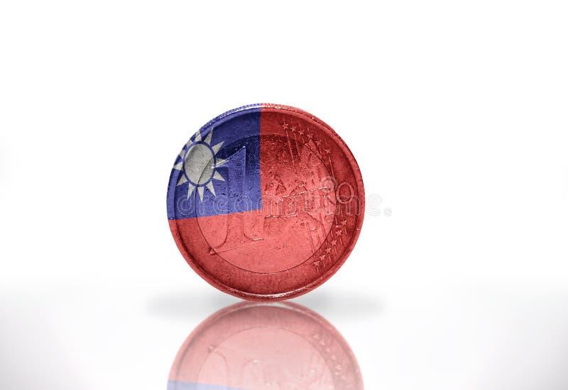 moneda euro con la bandera de Taiwán en el blanco fotografía de archivo