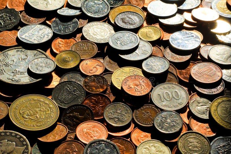Monedas 4 del mundo foto de archivo