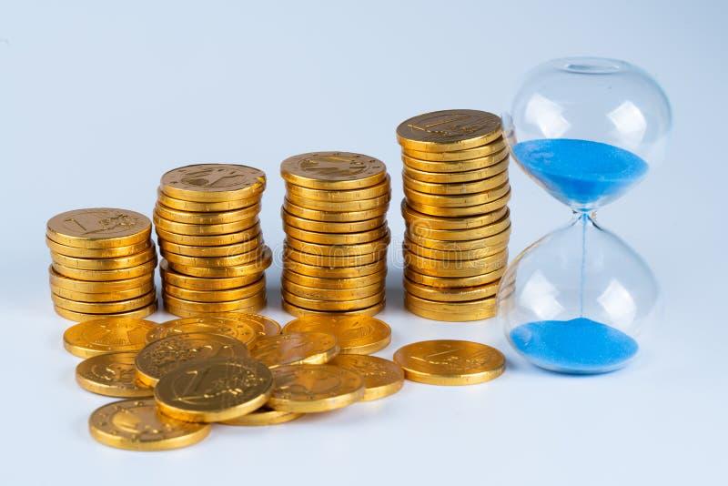 Monedas aisladas, oros imagen de archivo libre de regalías