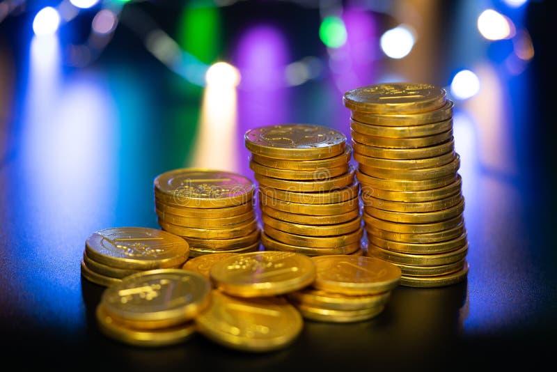 Monedas aisladas, oros imagenes de archivo
