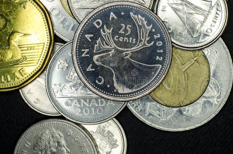 Monedas canadienses del primer fotografía de archivo libre de regalías