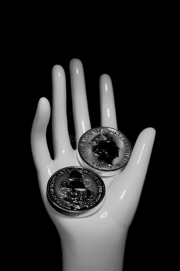 Monedas Crypto en un fondo negro fotos de archivo libres de regalías
