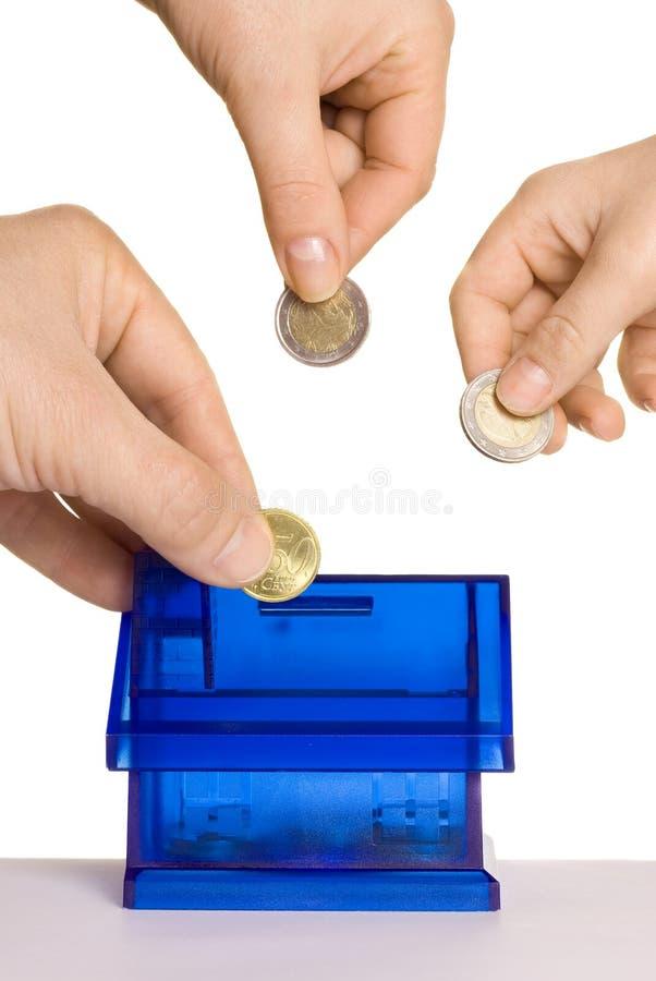 Monedas de caída imágenes de archivo libres de regalías