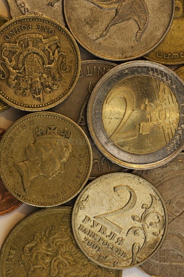 Monedas de diversos países fotos de archivo libres de regalías