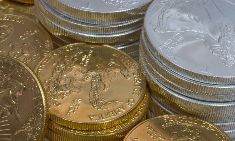 Monedas de la plata y de oro fotografía de archivo libre de regalías