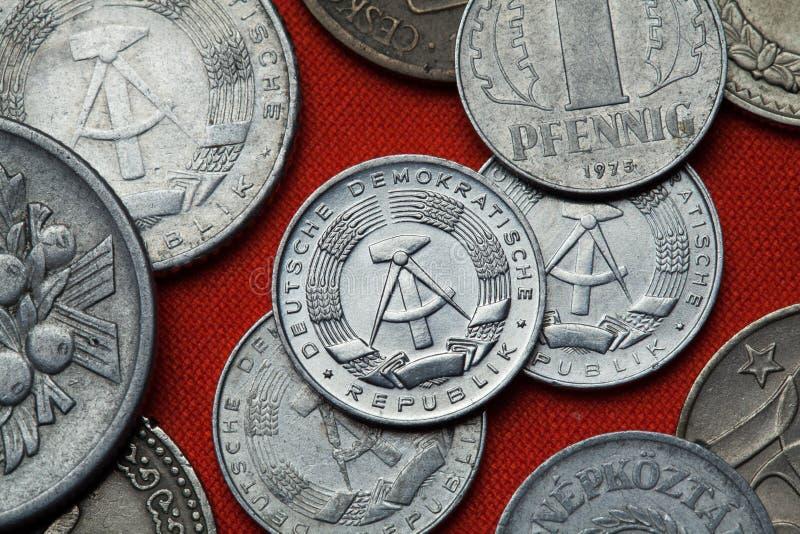 Monedas de la República Democrática Alemana y del x28; La Alemania Oriental y x29; foto de archivo