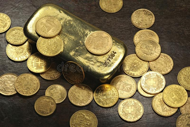Monedas de oro europeas fotos de archivo libres de regalías