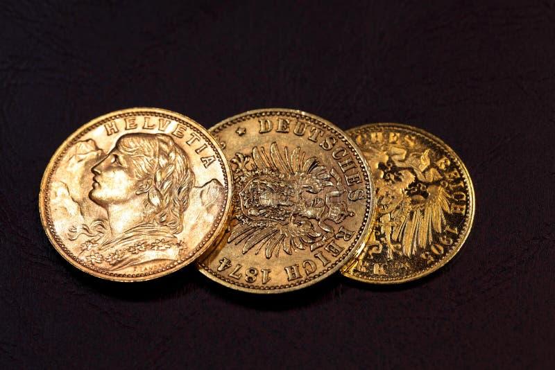 Monedas de oro viejo foto de archivo libre de regalías