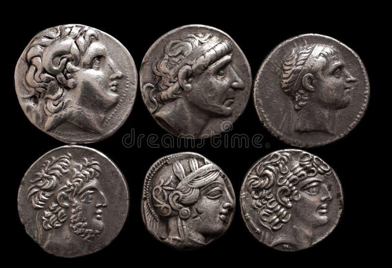 Monedas de plata del griego clásico con los retratos de reglas y de dioses fotos de archivo libres de regalías