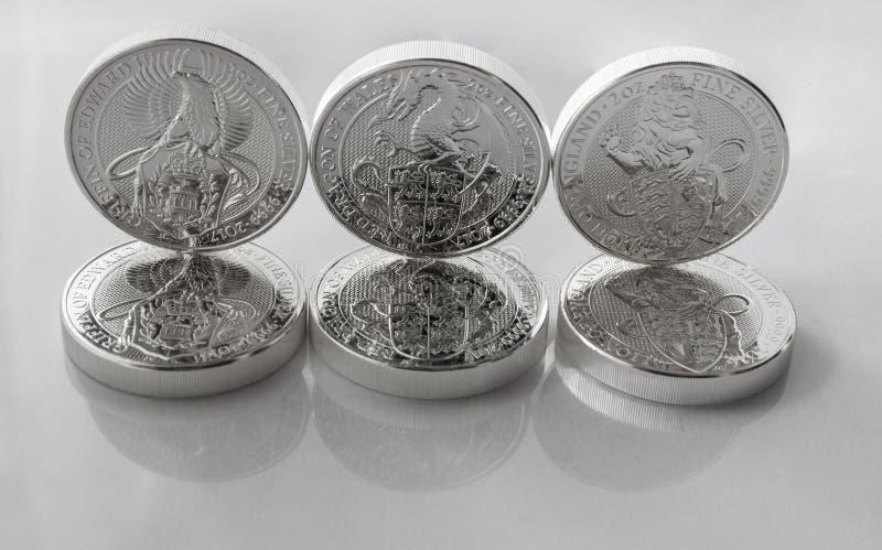 Monedas de plata de la inversión de la menta de británicos imágenes de archivo libres de regalías