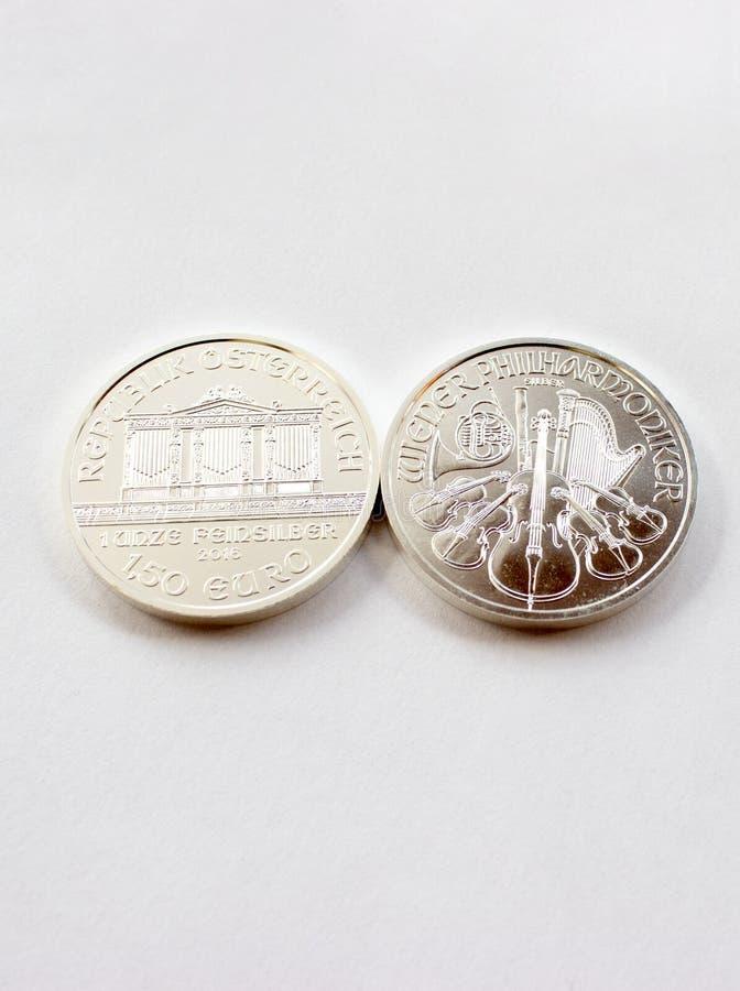 Monedas de plata de la inversión de una menta austríaca imagen de archivo